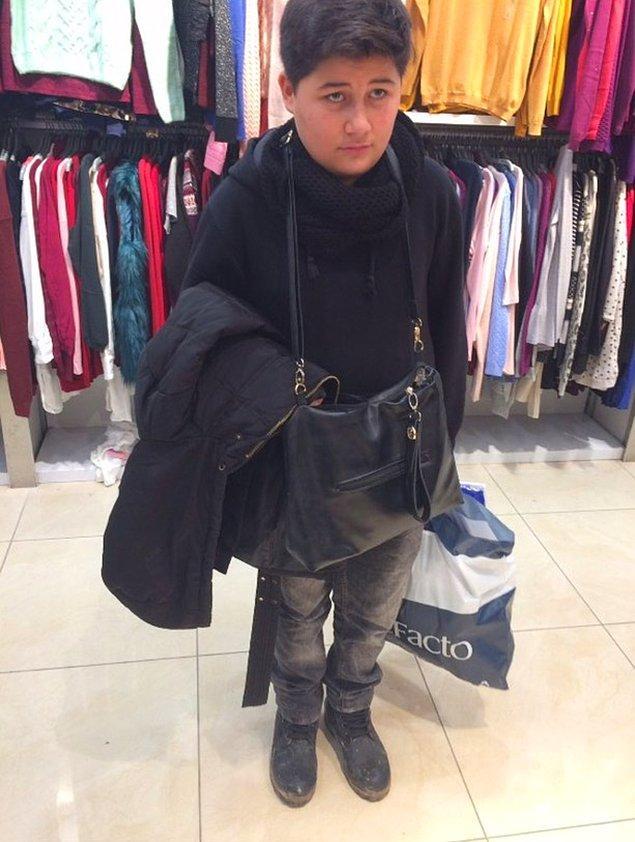 11. Küçük kardeşlerin dramıdır bu... Alışveriş yapan ablayı beklemek... 😆