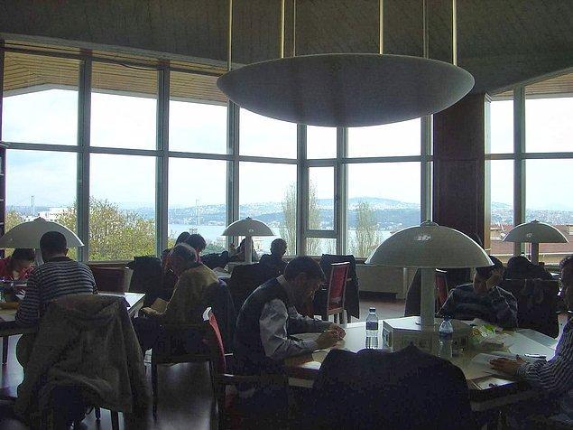 14. Kafanızı kitaptan kaldırıp manzaranın güzelliğine dalabilme imkanı veren kütüphaneler!