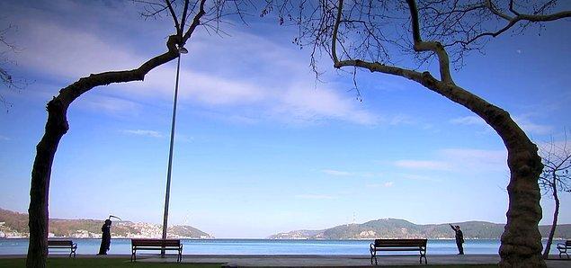 8. Sahil kenarında bir banka oturup o geminin gelmesini bekleyebilirsiniz.