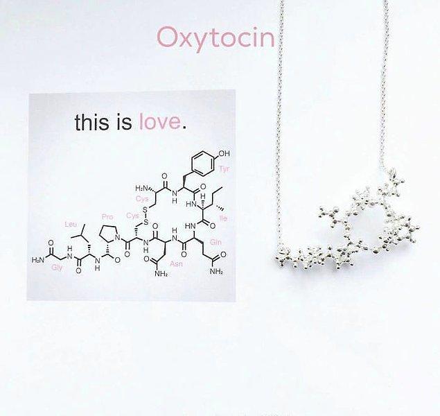 6. Biz ona kısaca aşk diyelim; oksitoksin kolyesi!  ♥️