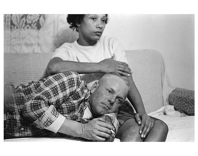 10. 22 eyalette yasak olan ırklararası evliliğine karşı dava açarak 12 Haziran 1967'de 16 Eyalette bu yasağın kaldırılmasını sağlamış Richard ve Mildred Loving çifti, 1965.