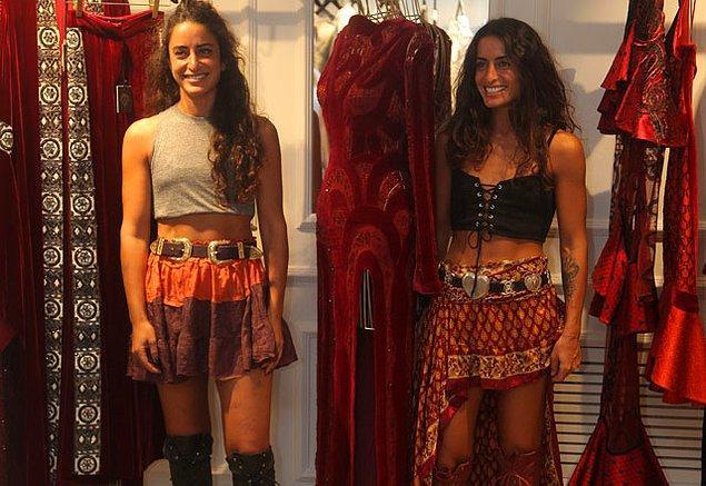 İlk işlerini 15 yaşındayken çanta tasarlayarak başlamış Raisa ve Vanessa.