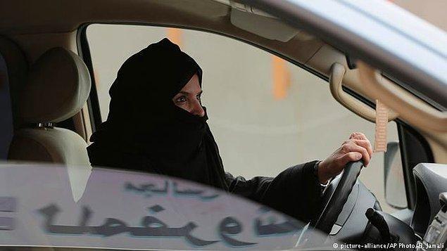 Ve bugün gelen haberle Suudi Arabistan'da yaşayan kadınlar da artık araç kullanabilecek. Bu aynı zamanda şu anlama geliyor; yeryüzünün her köşesinde artık kadınların araç kullanabilmesi serbest. Çünkü Suudi Arabistan bu yasağı uygulayan tek ülkeydi.