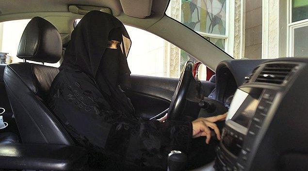 Suudi Arabistan Kralı Selman bin Abdülaziz el-Suud'un yayınladığı bir kararname ile 2018'in haziran ayından itibaren Suudi Arabistan'da kadınlar araba kullanmaya başlayacak.