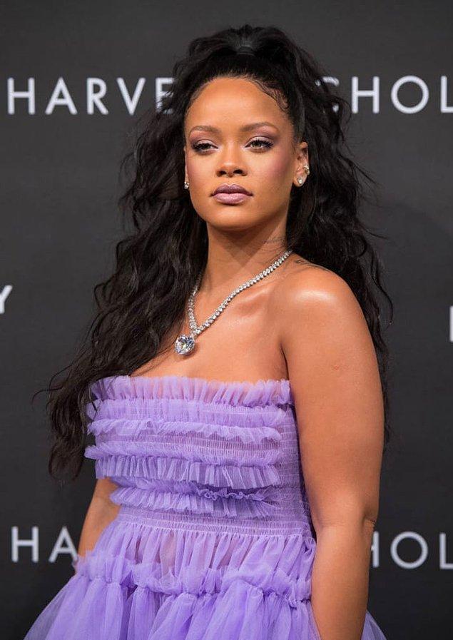 Rihanna; bir trendsetter... Hem de yaptığı tek şey kendisi olmak.
