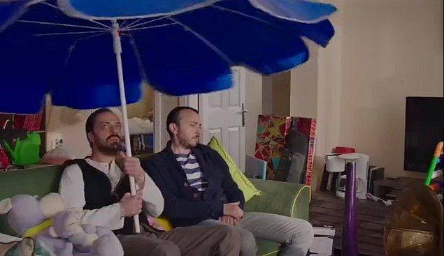 """18. """"Evin içinde şemsiye açmak tüm bereketi kaçırır."""" cümlesi evde şemsiye açma isteği uyandırırdı."""