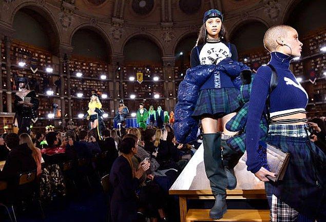 Paris Moda Haftası'nda görücüye çıkan koleksiyon her bir parçasıyla görenleri mest etti desek abartmış olmayız.