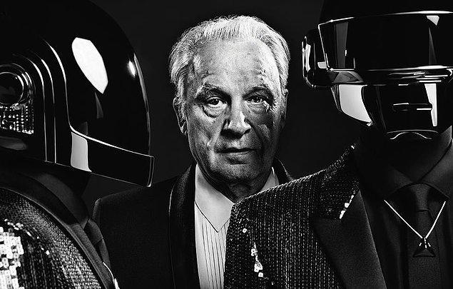 4. Daft Punk Giorgio by Moroder şarkısının başındaki Giorgio Moroder röportajını üretimi 1960'lardan 2000'lere kadar uzanan farklı mikrofonlarla kaydetmiş.
