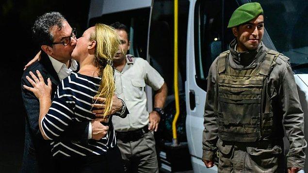 O pazartesi gecesi herkes, AFP'nin muhabiri Yasin Akgül'ün çektiği cezaevi önündeki kavuşma fotoğrafını konuştu.