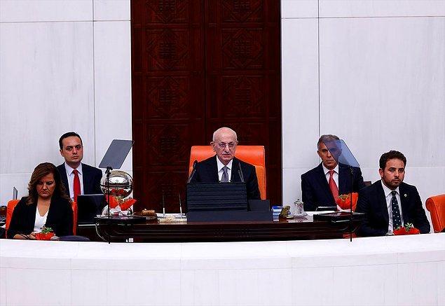 TBMM Başkanı İsmail Kahraman, ilk defa prompter kulladı.