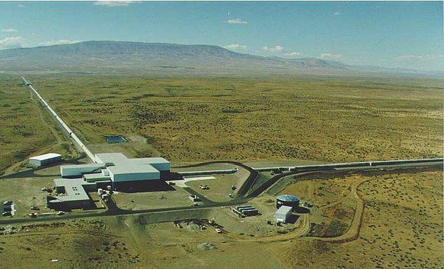 LIGO deneyleri burada yapıldı, hala da çalışmalar devam ediyor. Peki bu deneyler sonunda keşfedilen yer çekimi dalgaları ne anlama geliyor?