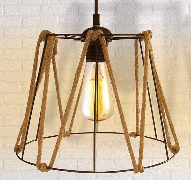 2. Son dönemlerin en tatlı dekorasyon trendi olan halat ile evinizin havasını tamamen değiştirecek bu sarkıt lamba