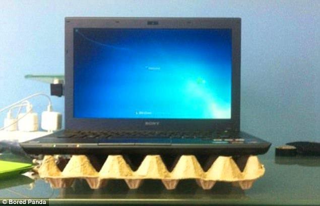 5. Dizüstü bilgisayarınız ısınıyorsa altına yumurta kartonu koyun.