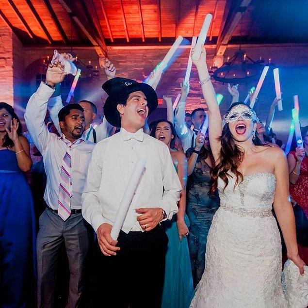 Tüm bu etkenler göz önüne alındığında nikah ardından after party de geleneklerimiz arasındaki yerini alabilir gibi görünüyor.