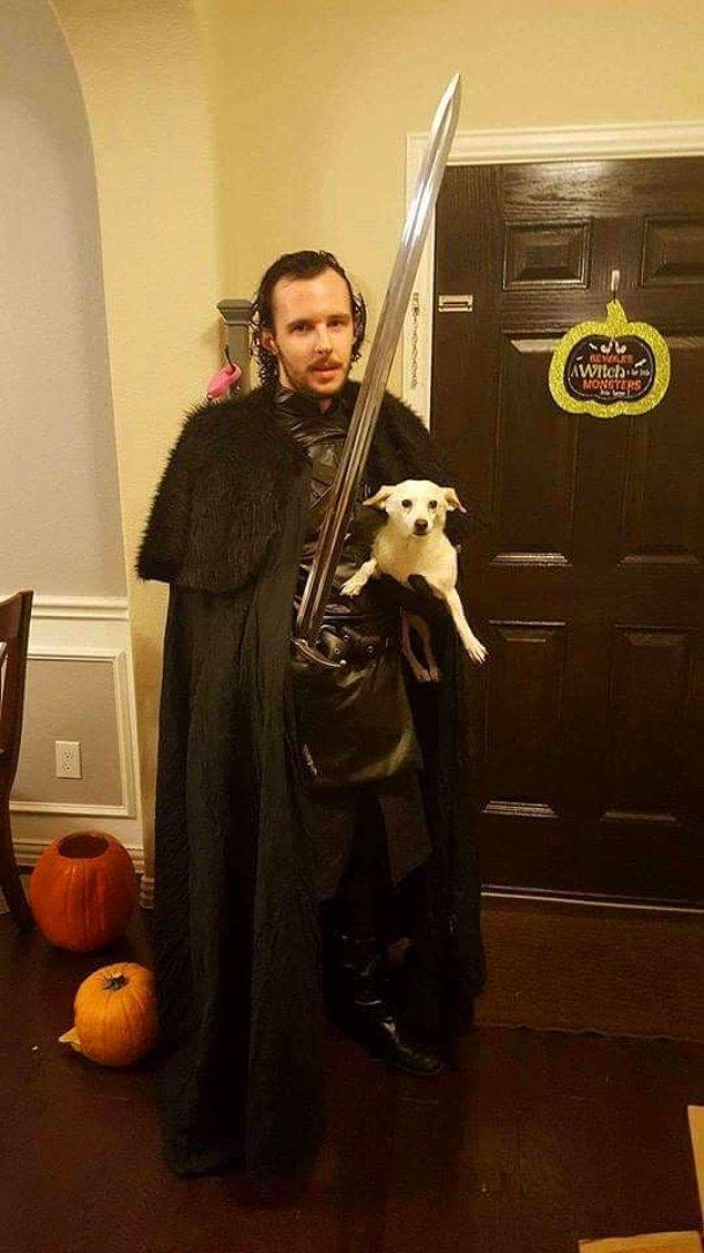 19. Jon Snow ve Ghost.