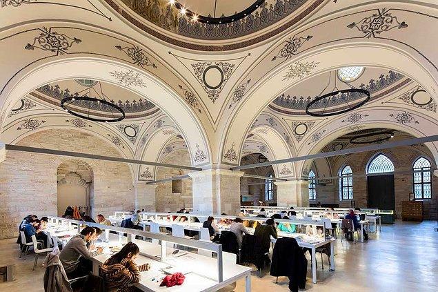 Dünyaca ünlü mimar ve akademisyenlerden oluşan büyük jüri yaptığı değerlendirmede, Beyazıt Devlet Kütüphanesi renovasyonunu 'Refurbishment of the Year - Yılın Yenileme Çalışması' kategorisinde büyük ödüle layık gördü.