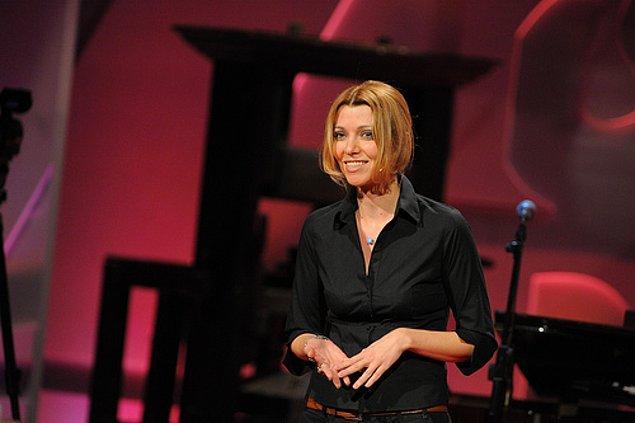 Ve hatta TED'de yaptığı konuşmalarla bir hayli dikkat çekmeyi başardı.