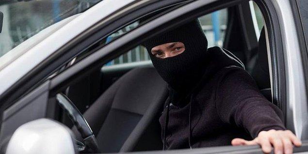 Bu şekilde anahtar vasıtasıyla çalışan otomobil herhangi bir güvenlik uyarısı vermediği için hırsızlar rahatça olay yerinden uzaklaşıyor. Tabii yakıtı sonlanana dek.