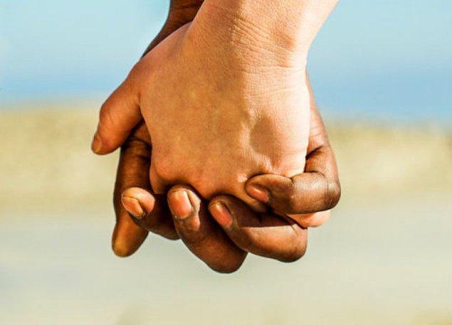 2. Karşınızdaki kişi sizi yadırgamıyor, yargılamıyor; düşüncelerinize ve kararlarınıza saygı duyuyorsa o doğru kişidir.