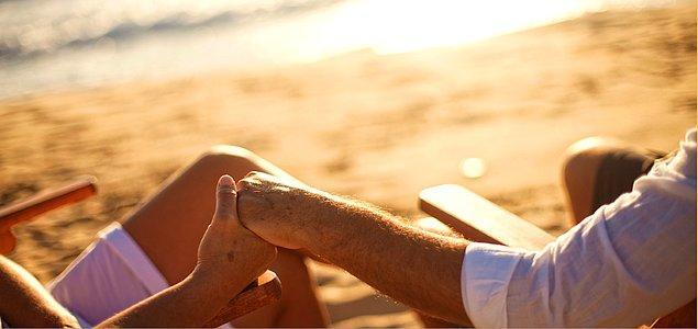 11. Gelecekle ilgili bir karar alacaksanız bu kararlarınıza onu da dahil eder, hatta fikrini alırsınız.