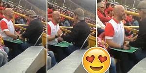 Görme Engelli Oğluna Futbol Maçını Karton Üzerinden Anlatan Baba Gibi Baba
