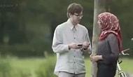 Müslüman Bir Kadın, Hollandalı İnsanlardan Telefonuna Gelen Nefret Mesajının Tercümesini İsterse