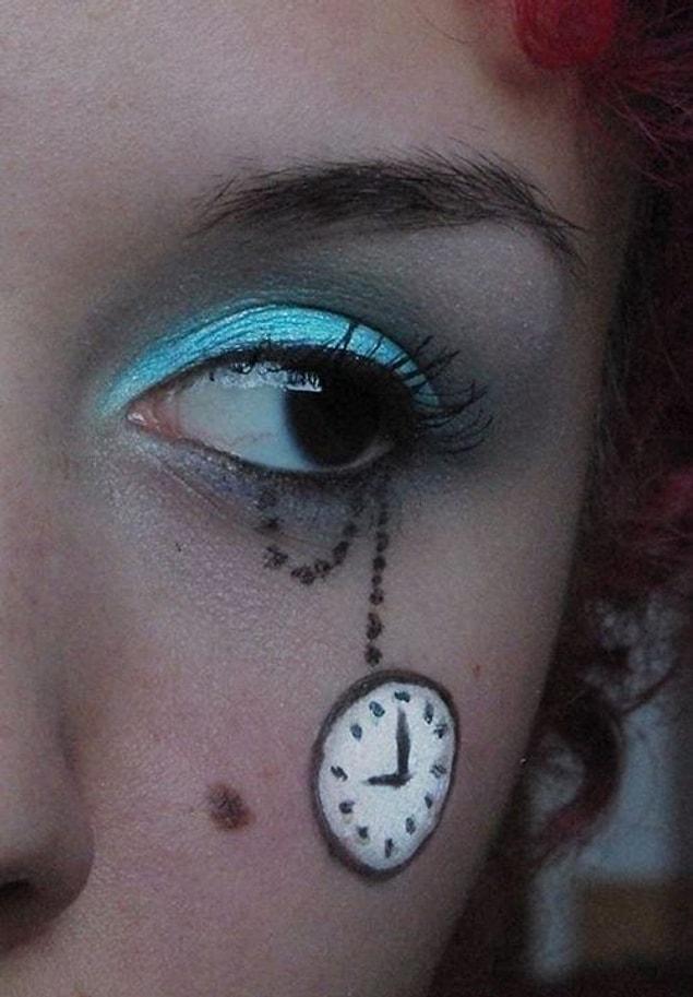 Saatli göz makyajıyla bu bayram harikalar diyarına sürüklenmek hiç de fena bir fikir sayılmaz! ????