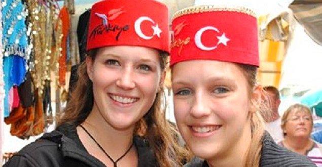 9. Türkiye'de nereye gitsem ailemleymişim gibi hissediyorum. SENİ SEVİYORUM TÜRKİYE!