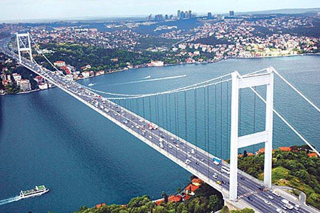 19. İnsanlar gerçekten saçma korkularını ve ön yargılarını bir kenara bırakıp Türkiye'ye bir şans vermeli.