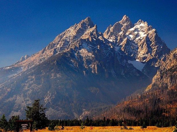 Görkemli ve büyük bir dağ.
