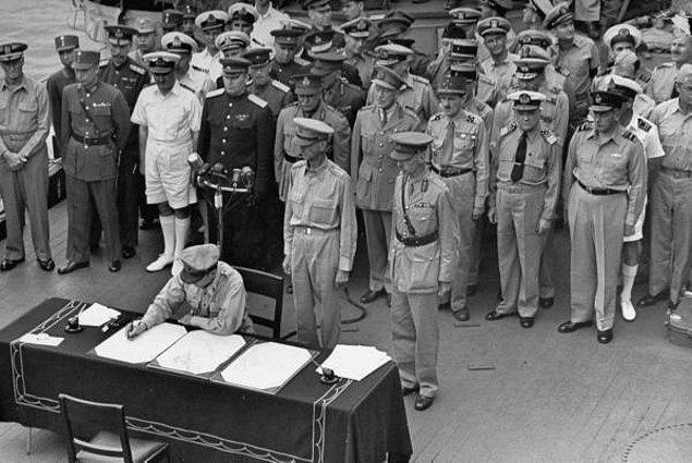 Böylesine bir son asla planlanmamıştır, acı dolu teslim imzası 2 Eylül 1945'te atılır.