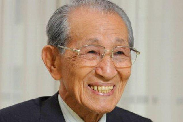 """Adada başından geçenleri ve 30 yıl süren """"askerliğini"""" anlattığı bir de kitap yazan Onoda 2014 yılında, 91 yaşında aramızdan ayrıldı."""