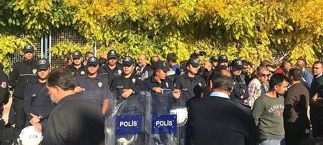 Saldırganlara herhangi bir müdahalede bulunmayan polis, Eliaçık'ı fuar alanına almadı.