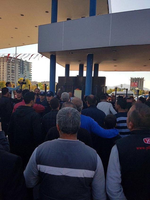 Kayseri'de yaşanan saldırı sosyal medyanın da gündeminde. Öne çıkan yorumlardan bazıları şu şekilde 👇