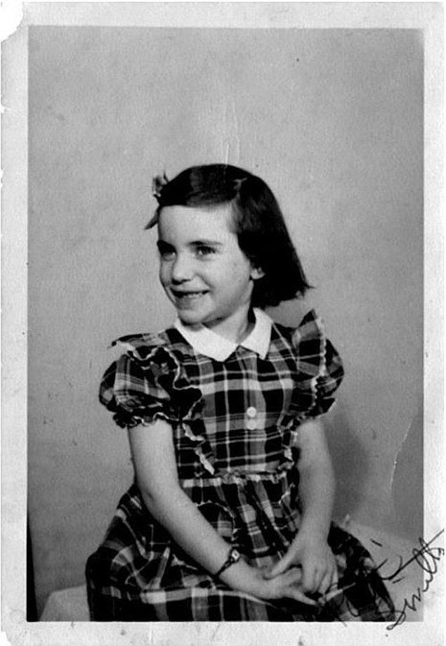 30 Aralık 1946'da Şikago'da doğdu.