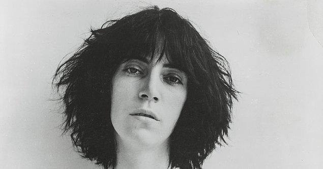 1977 yılında Florida'da verdiği konserde sahneden düştü ve omurga kemiklerini kırdı.