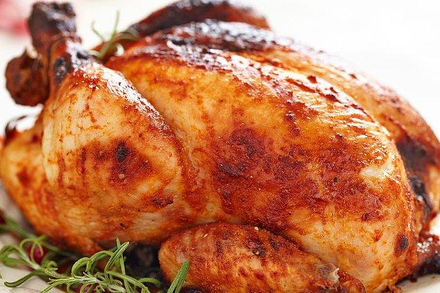 5. Hindi, tavuk gibi yemeklerin dolgun gözükmesi için, içleri kağıt havluyla dolduruluyor.