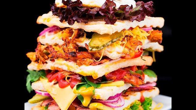 11. Dev sandviçler ise her katmanda kürdanlar ya da şişlerle sabitleniyor.