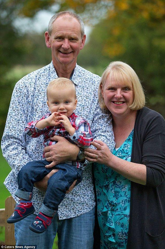 Swindon'da yaşayan 48 yaşındaki Louise Warneford ve 55 yaşındaki Mark yıllardır çocuk sahibi olmanın hayaliyle yaşıyorlardı.