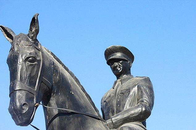 8. Denizli'nin Çivril ilçesindeki at heykeli gerçekten çok güzel...
