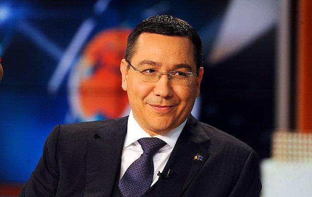 5. Belgeleri her an çıkartacakmış gibi bakan gözleriyle Romanya Başbakanı Victor Ponta
