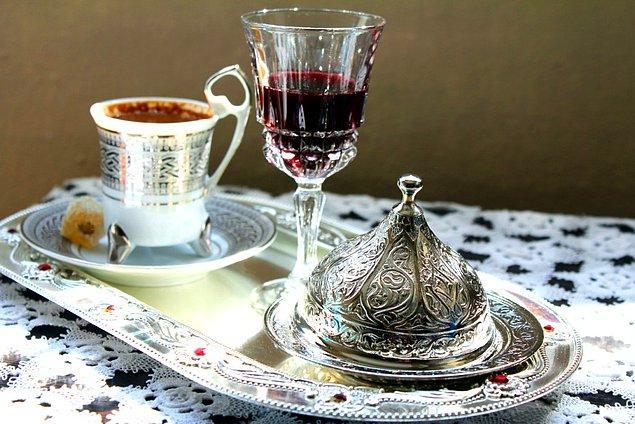 2. Vişneli likör de kahvenin yanında iyi gidenlerden