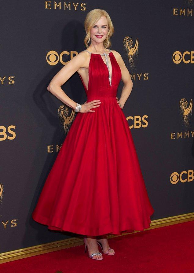Nicole Kidman bir ayakkabının farklı modellerini aynı anda giyerek dikkat çekmişti.