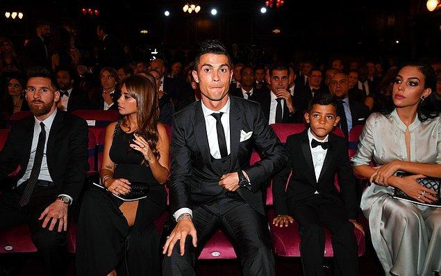 Ancak Portekiz basınında bu haberler yerini Cristiano Ronaldo'nun Georgina Rodriguez'i aldattığı iddialarına bıraktı.