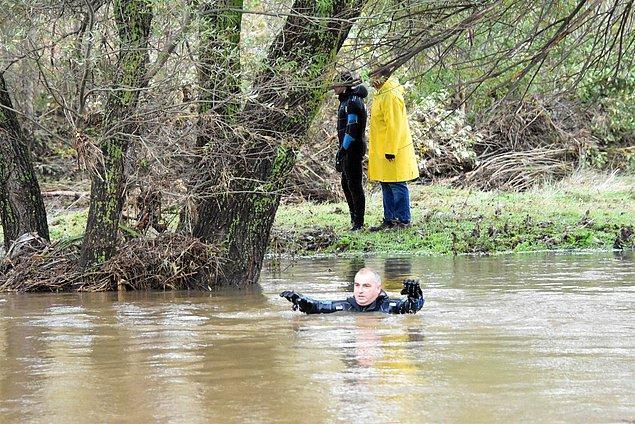 Cansız bedeni ise bu sabah 800 metre ileride ağaca sarılmış vaziyette bulundu.