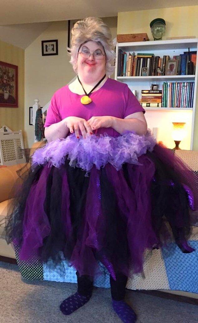 6. Eğlenceli kadın kostümü.