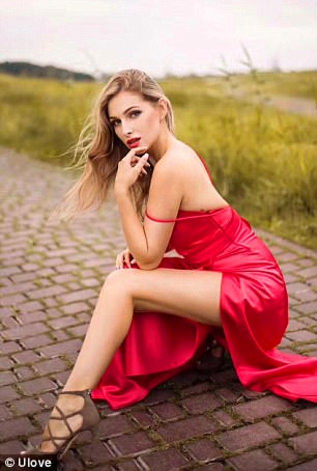 Mei'nin eşi Daria ise 23 yaşında bir opera şarkıcısı. Sarışın, uzun boylu olması Çin halkı için sıra dışı bir güzellik demek.