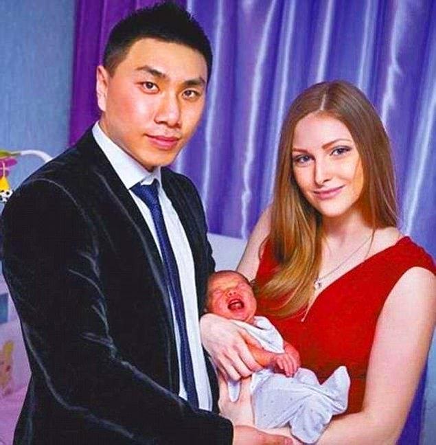 Ukrayna'nın Kharkiv şehrinde yaşayan çift ilk bebeğini 2014 yılında kucakladı.