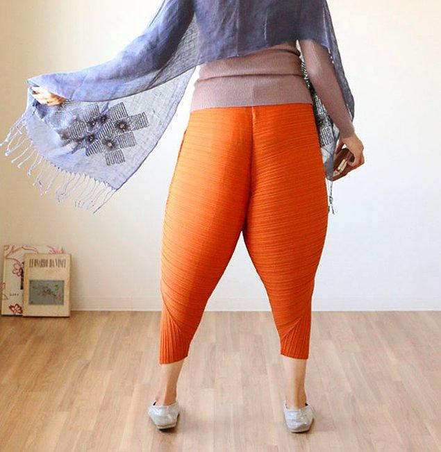 Bir Twitter kullanıcısı, bu pantolonları gördüğünde aklına gelen ilk şeyin 'kızarmış tavuk butu' olduğunu belirtti. 😂