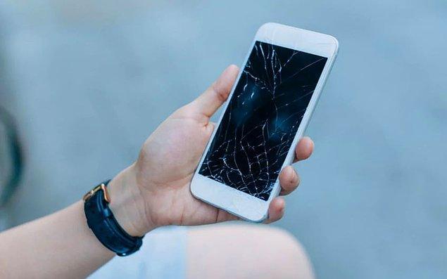 Matematik ve fizik araştırmacısı proje lideri Dr. Matthew Large telefon ekranlarınızın çok kırılgan olmasının sebebi dokunmatik sensörün indiyum kalay oksitten oluşması, diyor.